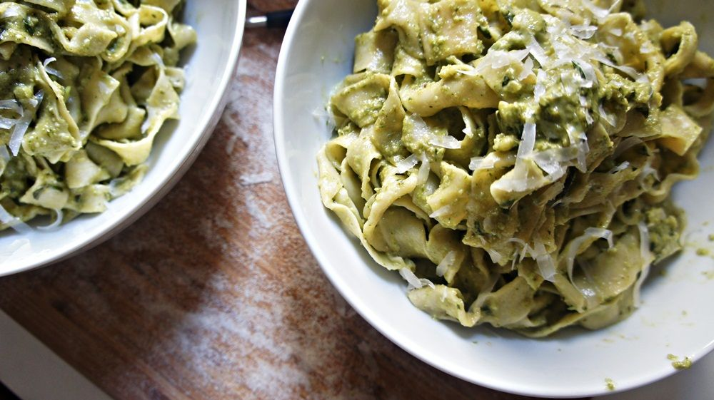 Tagliatelle ao Molho Pesto Light do Jamie Oliver | Delicitas