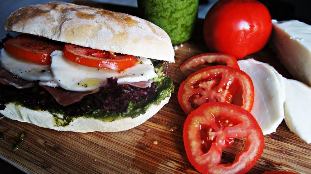 Sanduíche Italiano com Parma e Pesto