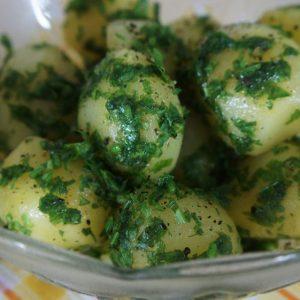 Receita de Batatas Cozidas com Salsinha