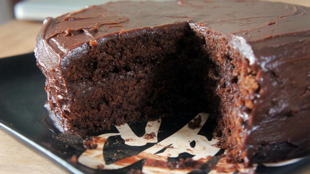 Receita de Bolo de Chocolate Mágico com Cobertura de Ganache