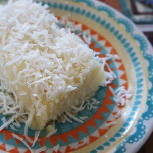 Receita de Bolo de Tapioca e Coco com Leite Condensado