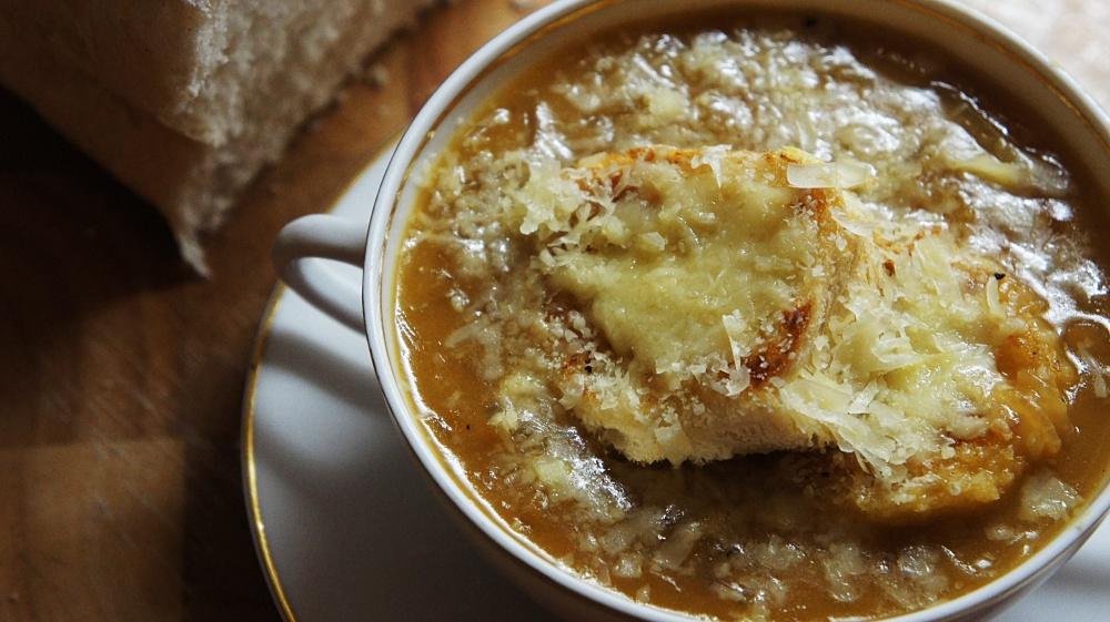 Receita de Sopa de Cebola com Queijo Gruyère