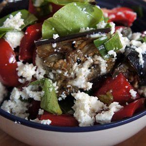 Receita de Salada de Berinjela com Tomate Cereja e Pimentão Vermelho