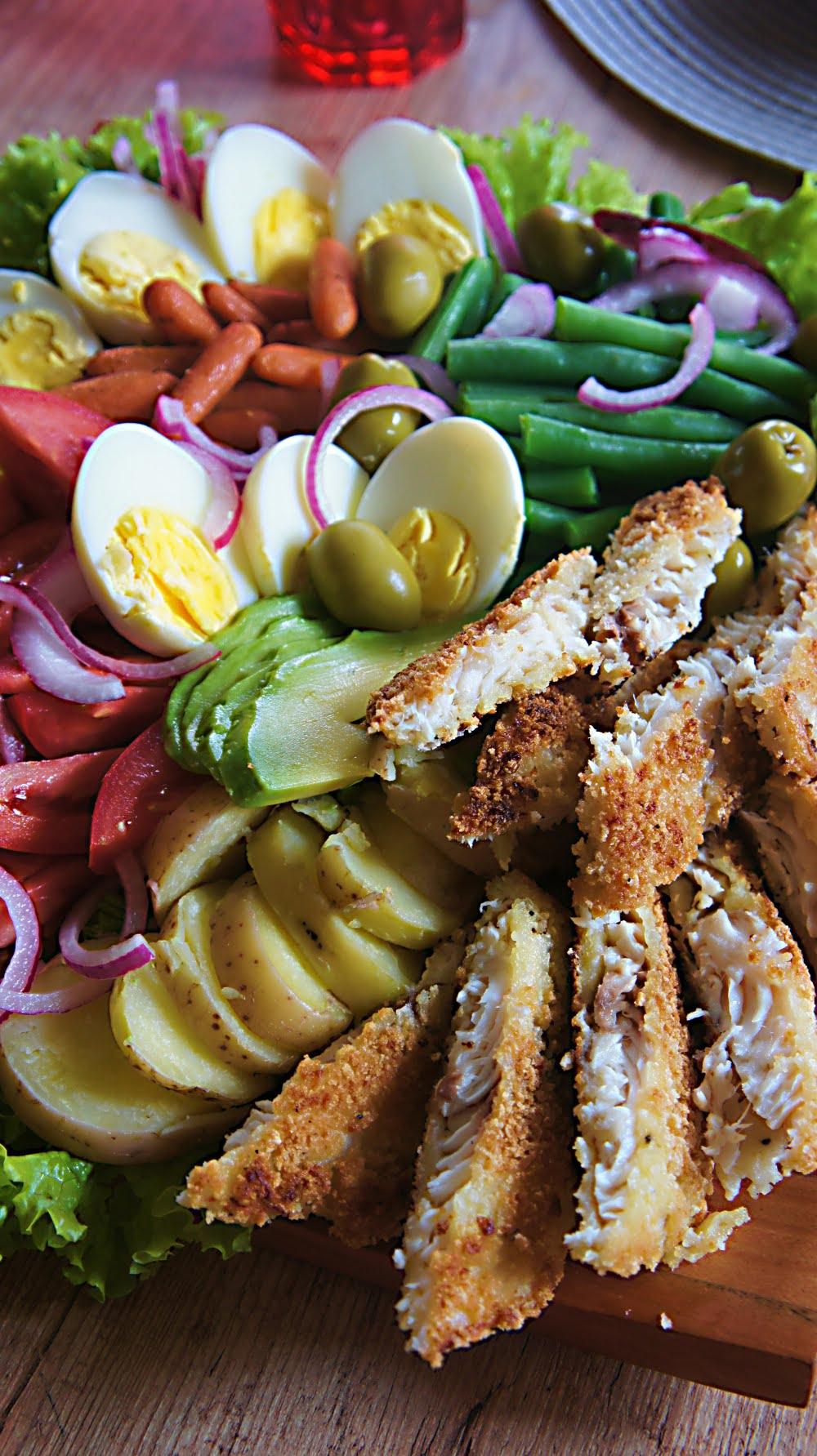 Receita de Salada Niçoise com Tilápia Empanada